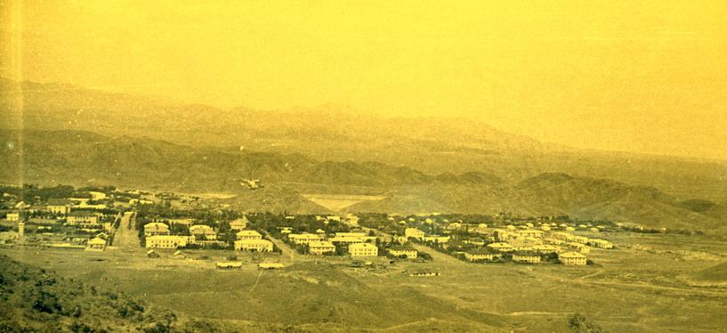 """Вид поселка Чорух-Дайрон с горы """"Трехножка""""."""