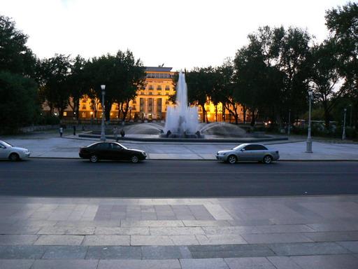Фонтан перед Театром Оперы и Балета имени Алишера Навои.