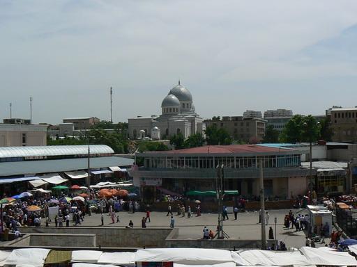 Площадь перед базаром Чор-Су. Вид на Медресе Кукельдаш.