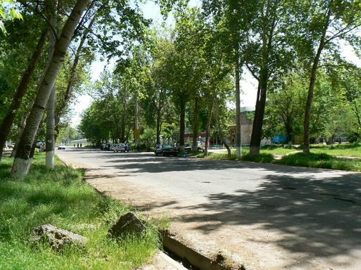 6 квартал Юнус-Абада. Магазины у поворота на стоянку автобусов и маршруток.